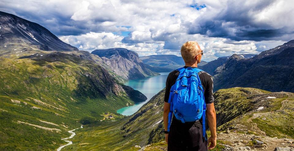 backpacken in noorwegen met een drone