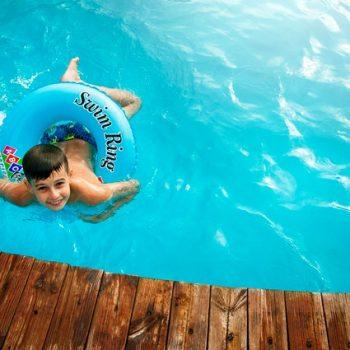 Thuis op vakantie met een eigen zwembad